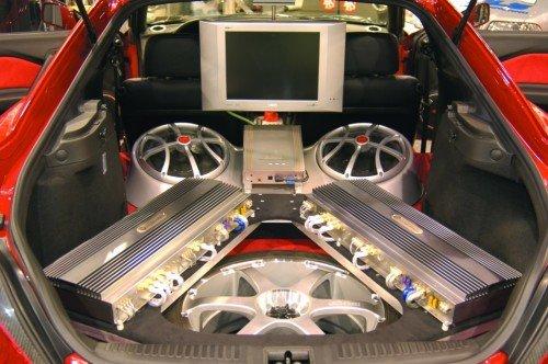установка автоусилителя и динамиков в машину