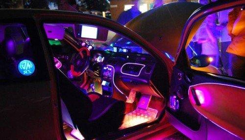 освещение салона автомобиля